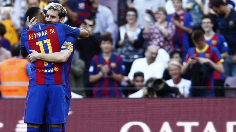 Barcelona goleia no regresso de Messi