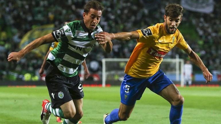 João Pereira e Schelotto na luta