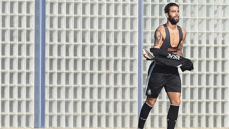 Sérgio Oliveira: «Baixar a cabeça? Só para beijar o símbolo»