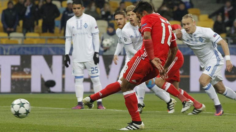 Crónica do Dínamo Kiev-Benfica, 0-2: Donos do jogo