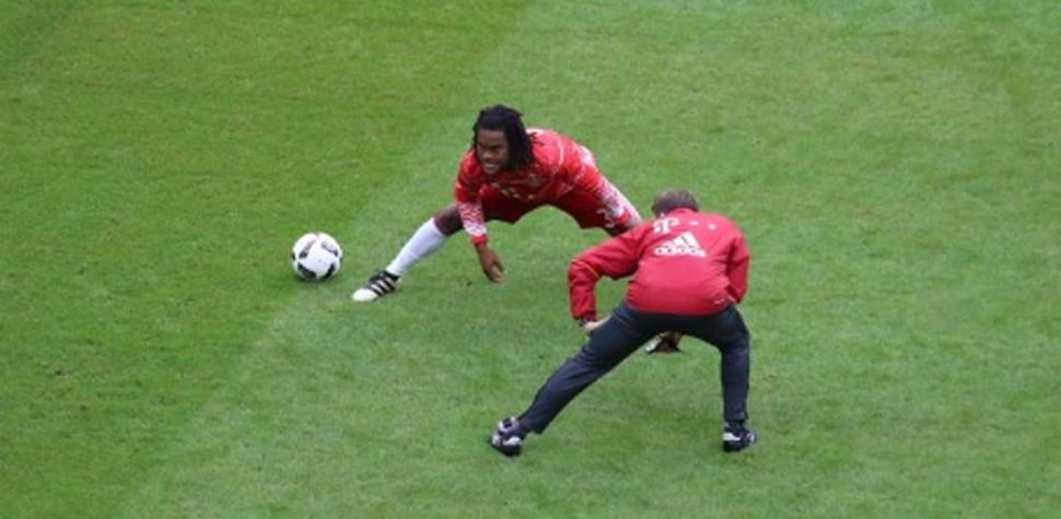 Enquanto se discutiam táticas no balneário do Bayern, Renato Sanches fazia isto...