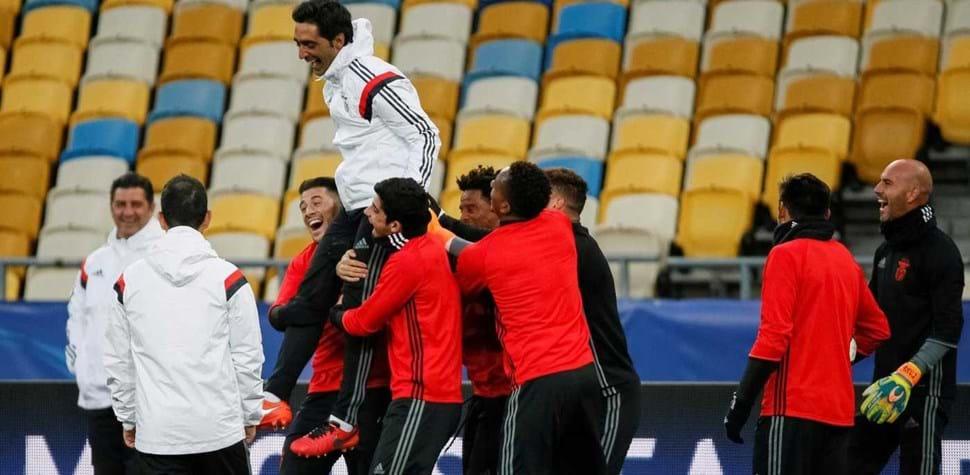 Nem frio nem pressão: a boa disposição do Benfica na Ucrânia