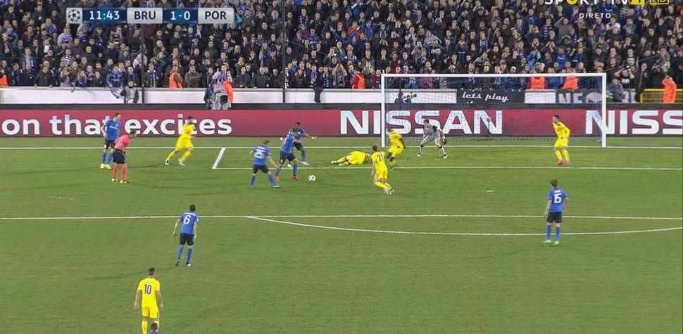 Vossen bateu Casillas em Brugge