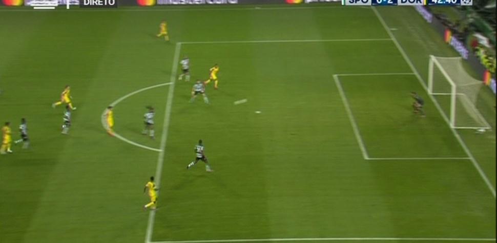 Weigl ampliou a vantagem do B. Dortmund com remate certeiro