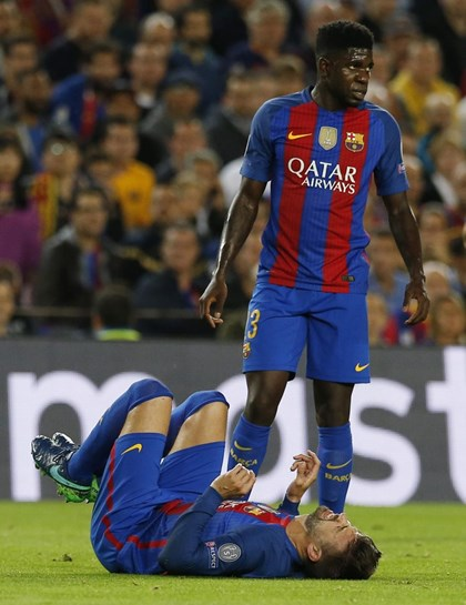 Entrada de David Silva atira Piqué para fora do jogo