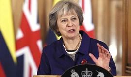 Theresa May considera escandaloso a FIFA proibir papoilas no Inglaterra-Escócia