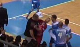 Cardinal suspenso por três jogos... após levar cabeçada