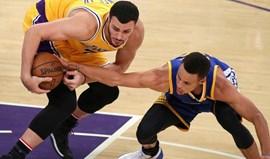 Curry ficou a zero  nos 'triplos' depois de 157 jogos sempre a marcar
