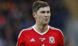 Ben Davies é baixa do Pais de Gales no jogo com a Sérvia