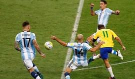Kempes está farto dos amigos de Messi que nada fazem em campo pela Argentina