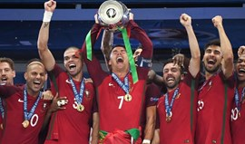 Ronaldo não sabe quem dormiu com a taça... mas tem dois suspeitos