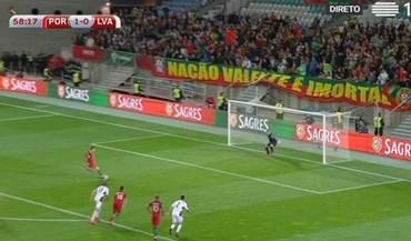 Ronaldo partiu, atirou e... falhou