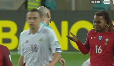 O árbitro acabou o jogo e Renato Sanches... fez isto