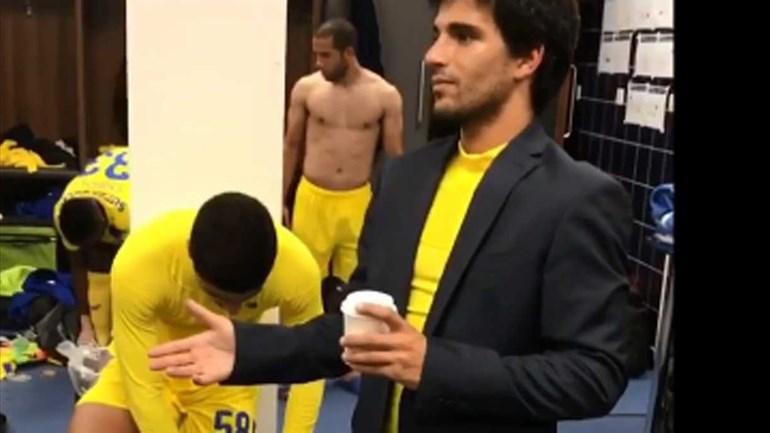 O que faz um jogador do FC Porto B nesta figura no balneário?