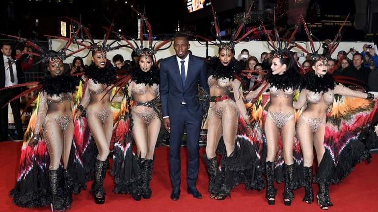Usain Bolt foi à estreia do seu filme rodeado de beldades... com pouca roupa