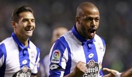 Deportivo Corunha goleia com golo de Sidnei