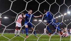 Leicester recupera de desvantagem de dois golos com menos um jogador