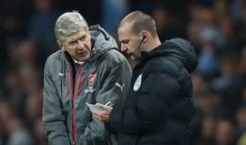 Wenger falou de árbitros mas vai escapar a processo... e Mourinho vai ficar a pensar