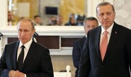 Presidente turco telefonou a Putin após assassínio de embaixador russo