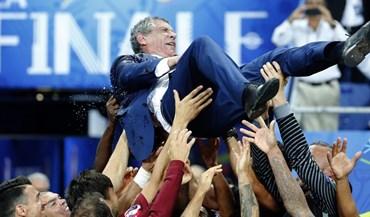 Fernando Santos nos três melhores treinadores do ano
