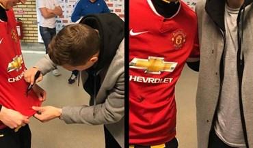 Lindelöf já assina... camisolas do Manchester United