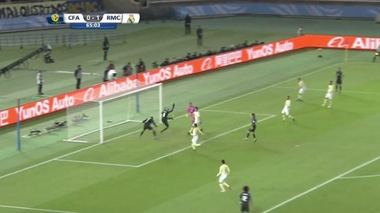 O que é que aconteceu para Ronaldo falhar este golo?