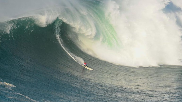 Voltou o surf nas ondas gigantes da Nazaré