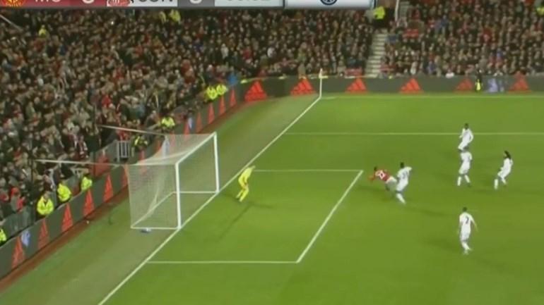 Golo do Ano do Manchester United foi marcado em... fora de jogo