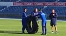 Jogadores do Belenenses ofereceram... uma roda a Quim Machado