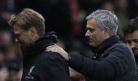 Mourinho: «Sinto uma dor no pescoço por olhar só para a esquerda»