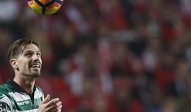 Adrien Silva aponta o caminho