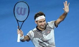 Federer regressa aos courts a vencer