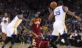 Warriors arrasam Cavaliers na reedição da última final