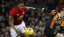 Manchester United segura Valencia por mais uma temporada