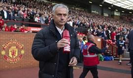 Jogadores do United já têm casas mas Mourinho continua no hotel