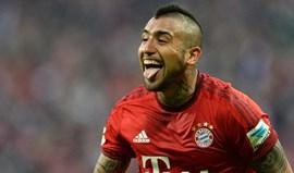 Vidal ainda não domina língua alemã mas já está a aprender inglês... devido ao Chelsea