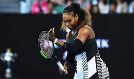 Serena Williams vence irmã Venus e faz história