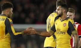 Arsenal goleia (5-0) Southampton para a Taça