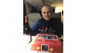 Barca Velha e bolo de aniversário à espera de José Mourinho no autocarro