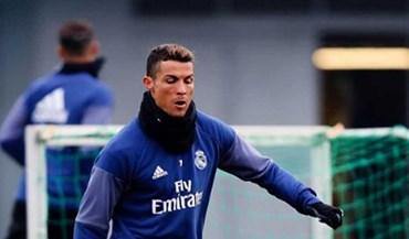 Ronaldo estreia botas no primeiro treino de 2017