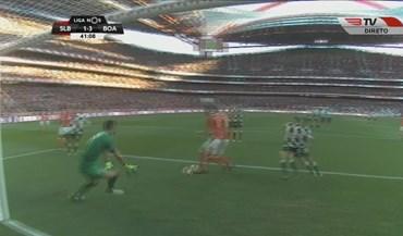 Mitroglou saltou do banco para marcar