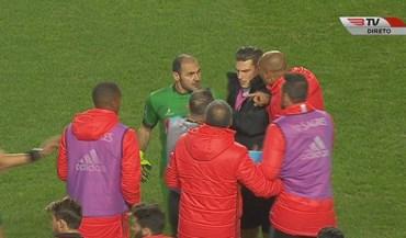 Agayev expulso após 'bate-boca' com Luisão e Jardel