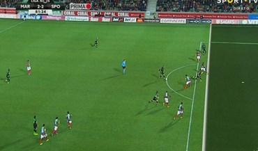 Alan Ruiz marcou mas o árbitro assinalou fora-de-jogo neste lance