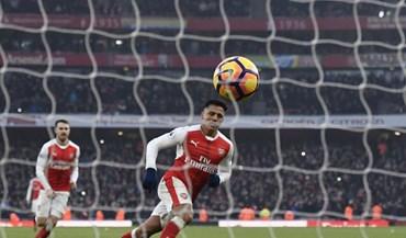 Arsenal vence e sobe ao 2.º lugar