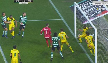 Jogadores do Paços dizem que a bola não entrou no quarto golo do Sporting