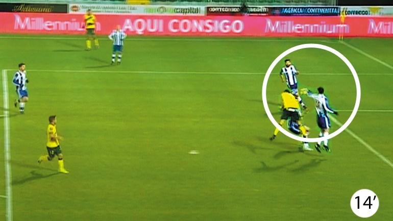 Os casos do P. Ferreira-FC Porto: Ficou penálti por marcar