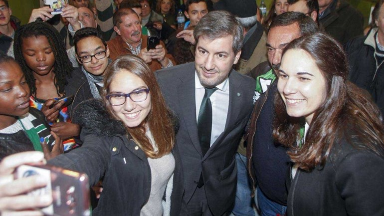 Selfies, beijinhos e mais de 400 quilómetros: o que andou a fazer Bruno de Carvalho?