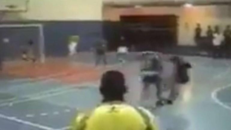 Novinho, Philipe Coutinho já espalhava o pânico no... futsal