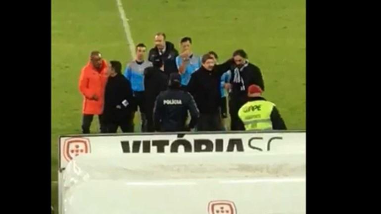 Pietra para Meireles: «Deixa o miúdo» - A confusão no intervalo do V. Guimarães-Benfica