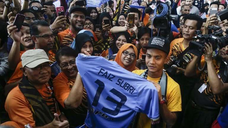 Malásia: Mohd Faiz Subri recebido como um herói